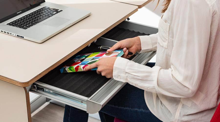чекмедже под плота на бюро