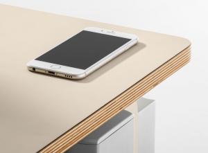 плот на бюро с телефон